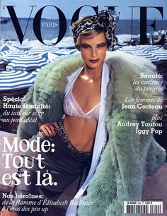 Vogue Paris septembre 2003 http://www.vogue.fr/photo/les-photographes-de-vogue/diaporama/mario-testino-en-53-couvertures-de-vogue-paris/5735/image/406794