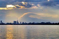 25 Aug. 16:44 福岡市では、台風の余波でまだ雨が降り続いています。 【昨年の今日】2014/08/25 雲は多いものの静かな日でした。