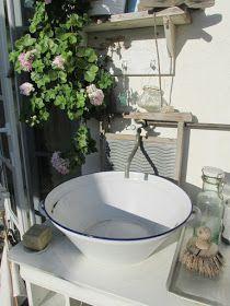 Heute bekommt ihr mal wieder ein paar Außenbilder zu sehen. Beginnen wir mit dem neuen Außenwaschplatz Der tolle alte...