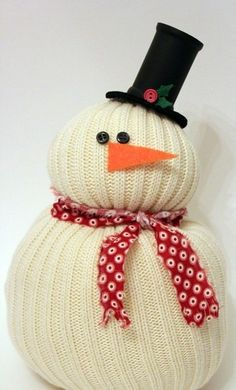 35 snowman crafts ideas for kids, preschoolers and adults. Homemade snowman crafts to make and sell. Fun and easy snowman projects, patterns. How to make snowmen using clay, paper, felt. Snowman Crafts, Christmas Projects, Holiday Crafts, Holiday Fun, Felt Snowman, Fall Crafts, Christmas Ideas, Christmas Crafts For Adults, Snowman Wreath