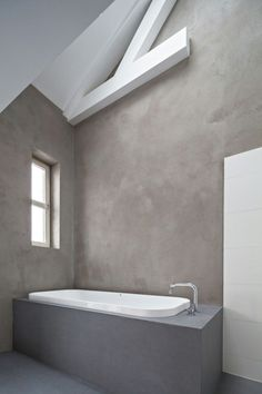 remodeling ideas, bathroom with uneven grey walls, white ceiling with wooden beams, white and grey inbuilt tub Modern Bathroom Tile, Bathroom Tile Designs, Wood Bathroom, Grey Bathrooms, Bathroom Wall Decor, Bathroom Interior, Bathroom Remodeling, Master Bathroom, Bathroom Ideas