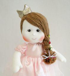 Artesã Vanessa Alves transforma seu hobby em empreendimento e dá dicas de como construir uma marca de sucesso produzindo bonecas de pano.
