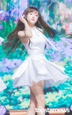 Kpop Girl Groups, Kpop Girls, Oh My Girl Yooa, Fairy Queen, China Girl, Role Models, Dancer, Korea, Cosplay