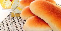 やっとたどり着いた究極のコッペパン!!望んでいた、風味の甘〜くてフワッフワなコッペパン♡もちろんHBでも(^o^)/ Hot Dog Buns, Hot Dogs, Bread And Pastries, Sweets Recipes, Light Recipes, Japanese Food, Food To Make, Bakery, Food And Drink