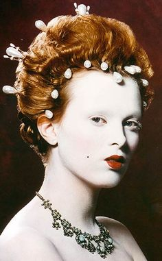 Karen Elson as Queen Elizabeth I by Kevyn Aucoin