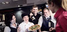 Kesätyö hotellissa tarjoaa vaihtelevia työtehtäviä ja hauskoja asiakaskohtaamisia