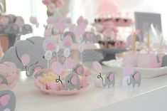 Baby Shower Candy Table, Girl Baby Shower Decorations, Baby Shower Parties, Baby Shower Themes, Elephant Party, Elephant Theme, Elephant Baby Showers, Grey Elephant, Shower Bebe