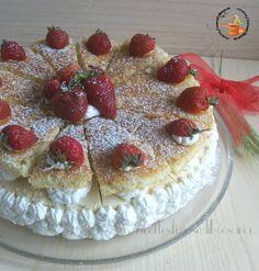 La torta con fragole crema al vino è un dolce fresco, cremoso e dal sapore particolare, dato dal vino, che delizierà i vostri ospiti.