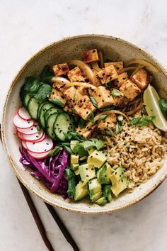 Healthy vegan tofu poke bowls are great for lunch dinner or make ahead meals (gr&; Healthy vegan tofu poke bowls are great for lunch dinner or make ahead meals (gr&; […] lunch make ahead Vegan Dinners, Vegetarian Meals, Weeknight Dinners, Tofu Meals, Vegetarian Bowl, Lunch Meals, Make Ahead Meals, Easy Meals, Vegan Easy