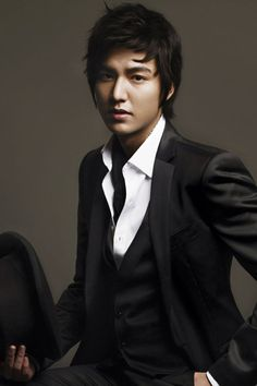 Lee Min Ho- In my opinion of the top Korean Drama actors. Amazing actor and multi-talented to say the least!! Saranghae...   ::)