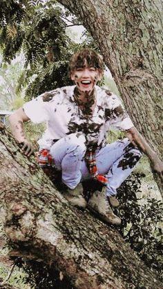 With dirt yet handsome Exp baekhyun Baekhyun, Park Chanyeol, Baekyeol, Chanbaek, Kpop Exo, Exo K, K Pop, Exo Dear Happiness, Laura Lee
