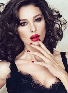Monica Bellucci - Share your ultimate beauty or style icon with us for your chance to win a hair and makeup session, glamour photo shoot and Silkwood beauty package (total value $1330). To enter, go to:http://woobox.com/qgd7tp