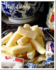 INTRODUCTION When Asian Food Channel posted a picture of white rabbit creamy candy in its timeline, it caught my attention because I did not have this sweet for many years. Yes, in fact it b… Milk Recipes, Sweets Recipes, Candy Recipes, Asian Recipes, Snack Recipes, Snacks, How To Cook Squash, How To Cook Zucchini, Milk Candy Recipe