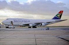 South African Airways (SAA) recently welcomed its first Airbus If you're keen to fly on this beautiful… Air Mauritius, Hainan Airlines, Cathay Pacific, Boeing Aircraft, Air Photo, Preschool Projects, World Pictures, New South, South Africa
