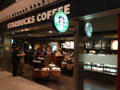 Ahorro energético gracias a la instalación de iluminación led en la cafetería, zona de recepción.