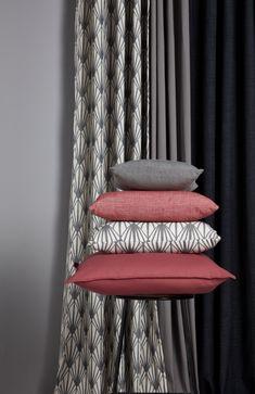 #castorama #inspiration #decoration #ideedeco #tendancedeco #rideau #coussin #rose #gris #GoodHome Deco Originale, Stores, Decoration, Curtains, Rose, Home Decor, Inspiration, Cushions, Colour Gray