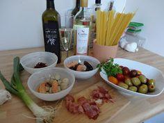 Czary w kuchni- prosto, smacznie, spektakularnie.: Pomysł na domowe spaghetti z owocami morza podawan... Nasu, Seafood, Spaghetti, Sea Food, Noodle, Seafood Dishes