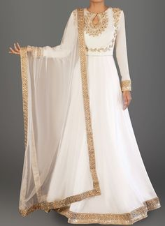 White and Gold Embroidered Dhupioni Silk Anarkali is on dhupioni silk fabric and features a santoon inner and bottom alongside a net dupatta. Embroidery work is completed with zari and stone work embellishments. Pakistani Dress Design, Pakistani Outfits, Indian Outfits, Farasha Abaya, White Anarkali, Indian Anarkali, Anarkali Gown, Anarkali Suits, Lehenga