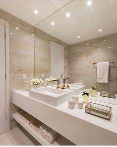Um banheiro clean e bem elegante By @renatamatosarq #banheiro #bathroom #salldebain #revestimento #clean #decorando #home…
