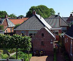 http://www.steeenstoetjewarffum.nl/  er is nog een kamer vrij 6 en 7 september