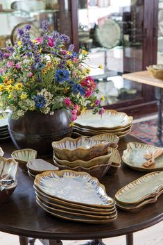 Evans Fashion, Victoria Magazine, Entry Tables, Nesting Bowls, Fascinator, Tablescapes, Marine Environment, Pottery, Sea Urchin