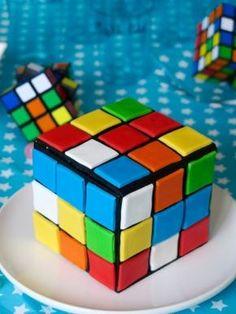 Rubik's cube cake / gâteau damier multicolore à la vanille.