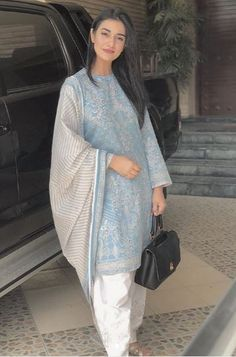 Simple Pakistani Dresses, Pakistani Dress Design, Simple Dresses, Pakistani Fashion Party Wear, Pakistani Outfits, Indian Fashion, Ethnic Outfits, Indian Outfits, Fashion Outfits