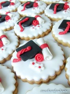 Graduation Desserts, Graduation Cake Toppers, Graduation Cupcakes, Birthday Cake Decorating, Cookie Decorating, Cake Disney, Rainbow Sugar Cookies, Party Decoration, Cake Decorating Techniques