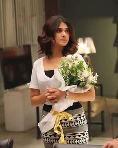 Television actress Jennifer Winget posted on social media, due to which she is getting troll. Indian Prom Dresses, Jennifer Winget Beyhadh, Popular Actresses, Elegant Wedding Hair, Jennifer Love, Indian Models, Girls Dpz, Indian Celebrities, Fashion Tips For Women