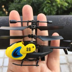 HW7001 3.5CH Mini Remote Control Gyro Gyroscope RC Helicopter - Yellow + Blue
