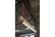 忘れられた木片と梱包ベルトで作られた照明 | roomie(ルーミー)