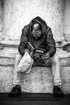 reading man   by omaxi   photo lover