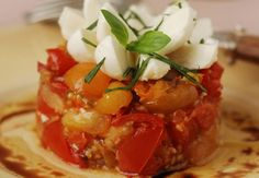 Tartare de tomates mozzarella Bruchetta, 20 Min, Bar, Light Recipes, Caprese Salad, Chana Masala, Pesto, Entrees, Food And Drink