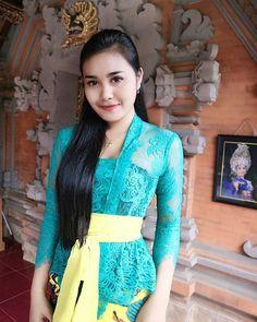 Bali Girls, Kebaya Bali, Play Game Online, Balinese, Sari, Actresses, Model, Instagram, Clothes