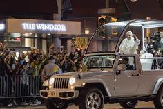 https://flic.kr/p/z8LvRA | Pope Francis greeting fans