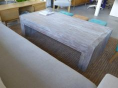 MARABIERTO - Mesa Cast en pinotea maciza reciclada, con pátina gris, 160x80x45.