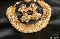 Traditional style pearl necklace with matching earrrings.