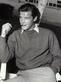 A YOUNG ROGER MOORE Hollywood Actor, Hollywood Celebrities, Hollywood Stars, Old Hollywood, People Smoking, Man Smoking, Caricatures, Eric Rogers, Old School Fashion