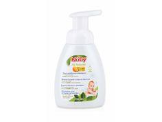 Il bagnoschiuma & shampoo Nûby™ Citroganix™ è stato formulato sotto controllo dermatologico per un bagnetto delicato e sicuro. Questa schiuma antilacrima puo' essere utilizzata sia per i capelli che per il corpo.Deterge, protegge e lenisce la pelle irritata del bambino. L'aggiunta di  Citroganix™(Arancia Murcia) alla formulazione rende questo detergente efficace al 99,999% contro i batteri, proteggendo cosi' la pelle del bambino.