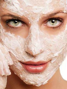 As manchas podem ser causadas por várias coisas, pode ser devido à gestação, ao excesso de sol sem protecção, ao uso de anticoncepcionais (devido aos hormô