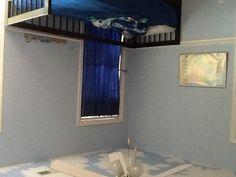 Niklas bedroom, cloud ceiling.