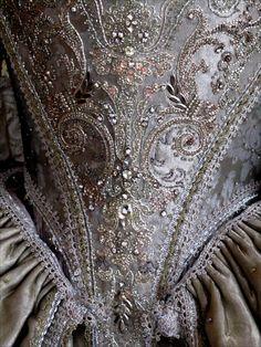 poisoned-apple: 18th century dress by Olivier Henry (via Mo)
