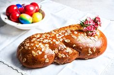 Πασχαλινά τσουρέκια Baking Recipes, Cake Recipes, Dessert Recipes, Easter Recipes, Holiday Recipes, Greek Easter Bread, Greek Appetizers, Greek Sweets, Greek Cooking