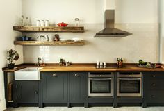 A collection of 15 Extraordinary Modern Industrial Kitchen Interior Designs that is going to show you how modern can the industrial kitchen look. 29 Awesome Industrial Kitchen Decor Designs For Your Urban Lifestyle British Standard Kitchen, Plain English Kitchen, English Kitchens, Ikea Kitchen Planning, Kitchen Planner, Modern Kitchen Design, Interior Design Kitchen, Kitchen Countertops, Kitchen Cabinets