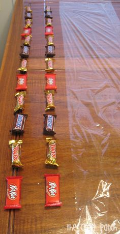 How to make a candy bar and money lei for graduation. Graduation Lei tutorial