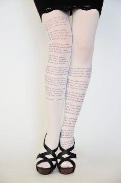 Custom Text Tights / Poem Text Tights / Design por colinedesign - des collants pour les amoureuses des belles lettres souhaitant se faire déchiffrer de bas en haut
