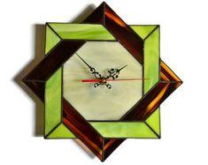 Horloge murale moderne avec celte conception géométrique à la chaux vert, brun et Ivoire - vitrail Home Decor Art Accent Unique