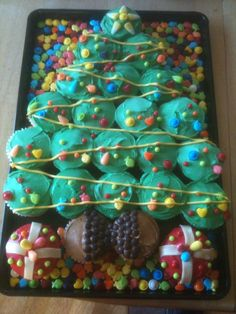 Christmas Tree Cupcake Cake, with presents too... Would be fun for a Christmas party.