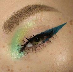 Makeup Eye Looks, Creative Makeup Looks, Blue Eye Makeup, Cute Makeup, Pretty Makeup, Skin Makeup, Beauty Makeup, Unique Makeup, Eyeshadow Makeup