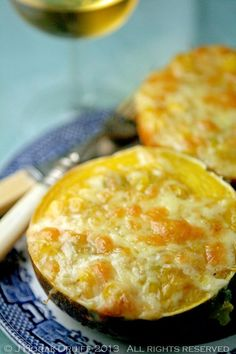 Squash Filled with Sweetcorn Gem squash with a cheesy creamed sweetcorn filling - Old family favorite. Brings back lots of childhood memoriesGem squash with a cheesy creamed sweetcorn filling - Old family favorite. Brings back lots of childhood memories Hot Cocoa Recipe, Cocoa Recipes, Coffee Recipes, Sweetcorn Bake, Creamed Corn, Gem Squash, Kos, Banting Recipes, Hardboiled